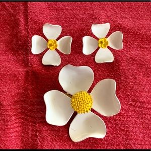 Vintage daisy earrings and brooch set